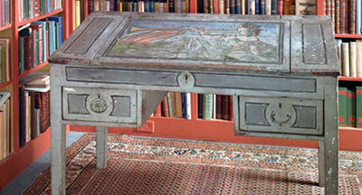 Virginia Woolf's writing desk, painted by her nephew Quentin Bell
