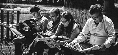 Readers. Photo: Flickr user Libert Schmidt