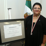 Leticia Leija with Ohtli Award