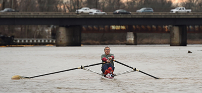 Gabriel Horchler demonstrates part of his commute as he rows on the Anacostia River on Jan. 12, 2016, in Bladensburg, Md. Horchler has used rowing as part of his commute for 15 years. Photo by Matt McClain / Washington Post