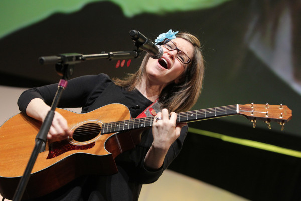 Pop star Lisa Loeb performs at Wrap Up/ Rev Up bringing her wit, humor, and creativity to the stage along with some of her songs from her first children's songbook Lisa Loeb's Silly Sing-Along: The Disappointing Pancake and Other Zany Songs.