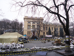 Barricades outside the National Parliamentary Library of Ukraine. (Photos via IFLA website)
