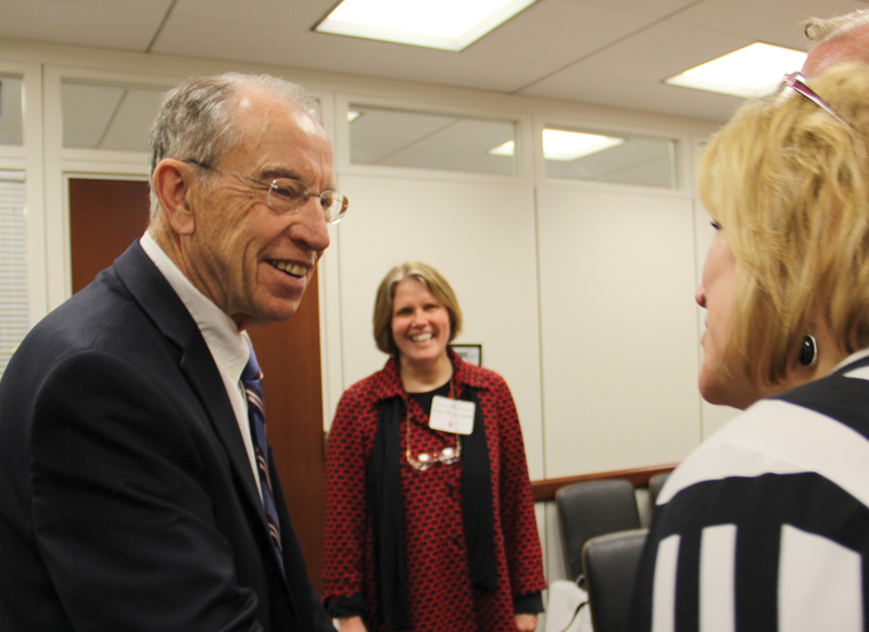 Sen. Chuck Grassley (R-Iowa) meets with Iowa Library Association delegates.