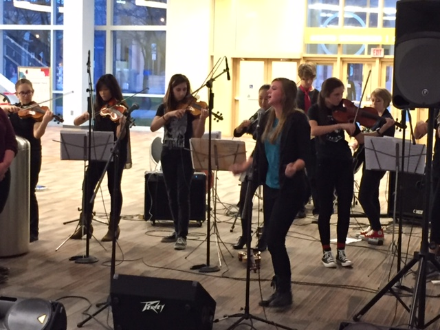 High Strung entertains attendees outside the exhibit hall at the 17th American Association of School Librarians (AASL) National Conference and Exhibition in Columbus, Ohio.