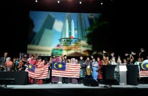 The Malaysia delegation, who will host the World Library and Information Congress next year in Kuala Lumpur, takes the stage at the Closing Session.