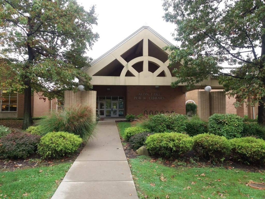 The front entrance of the Avon Lake (Ohio) Public Library. Lurking below this idyllic setting is a condiment caper that has been baffling the community for months. Photo: Terra Dankowski/American Libraries