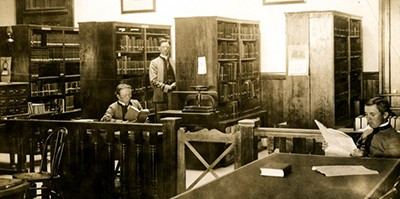 Students in the University of Arizona library, 1899