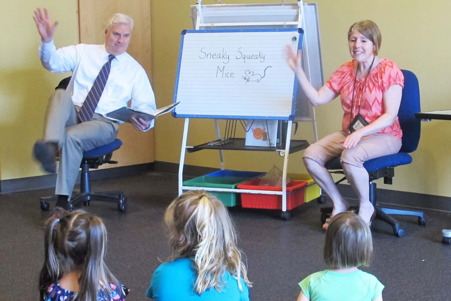 Rep. Tom Emmer (R-Minn., left) reads to a group of children at Great River Regional Library in St. Cloud with LuAnne Chandler, patron services associate. Photo: Abby Faulkner