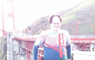 @sambarskyknitter wears his Golden Gate Bridge sweater at the Golden Gate Bridge