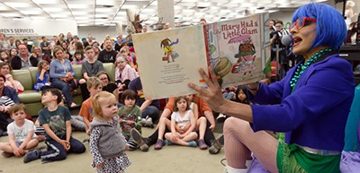 Pharaoh Moans reads to children and parents at the Millennium Library in Winnipeg, May 20, 2017. Photo by John Woods