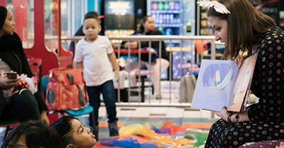 Chicago Public Library's Megan Macfarlane reads to kids during Laundromat Story Time