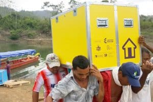 Volunteers in Colombia unload a Libraries Without Borders mobile Ideas Box. Photo: Libraries Without Borders