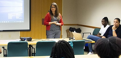 Yale GIS Librarian Miriam Olivares shares her expertise with DigiCamp paticipants