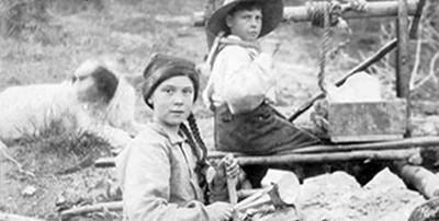 Greta Thunberg lookalike in 1898 Klondike photo. University of Washington Libraries, Special Collections, Hegg 3209