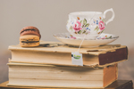 Cup of tea and macarons on books (Photo: Ylanite Koppens/Pexels)