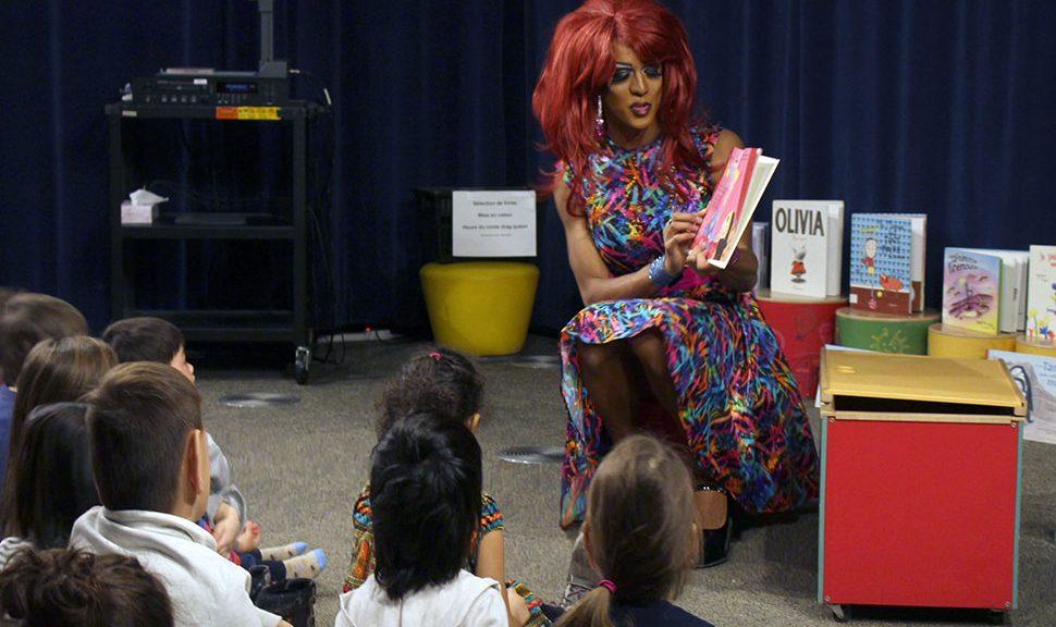 Drag queen reads a book to children (Photo: Jennifer Ricard)